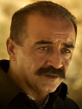 Character actor Yılmaz Erdoğan gives a strong supporting performance.