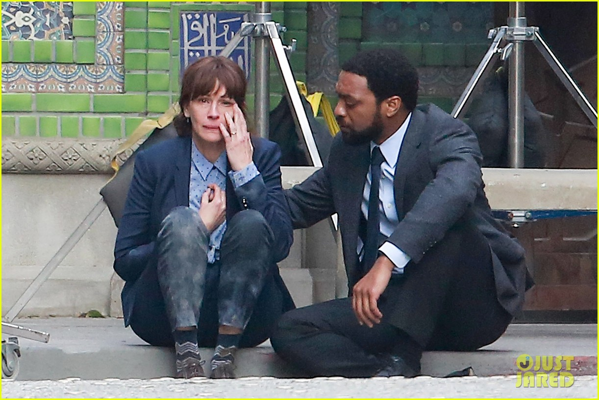 Los Angeles, CA - Julia Roberts and Chiwetel Ejiofor matched their outfits while filming an emotional scene for their next film 'The Secret in Their Eyes.' Julia's husband and cameraman Daniel Moder was also spotted on set giving Julia a few advices. Julia can be seen here crying while Chiwetel comforts her.  AKM-GSI        February 17, 2015  To License These Photos, Please Contact :  Steve Ginsburg (310) 505-8447 (323) 423-9397 steve@akmgsi.com sales@akmgsi.com  or  Maria Buda (917) 242-1505 mbuda@akmgsi.com ginsburgspalyinc@gmail.com