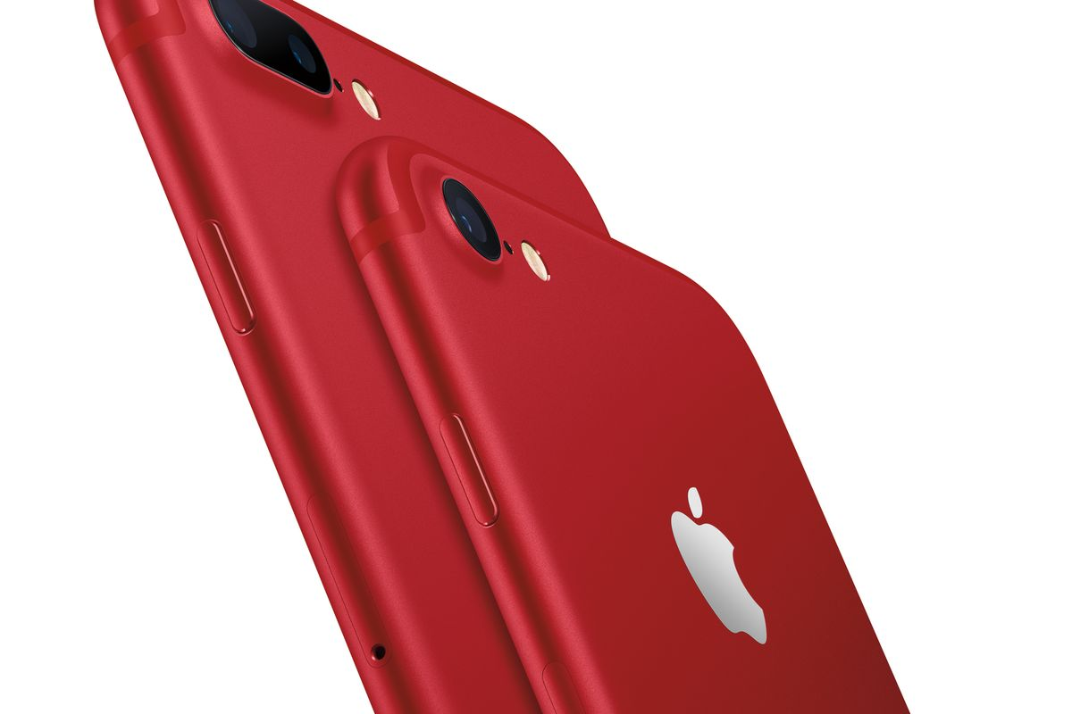 iphone_7_and_iphone_7_plus_product_red_hero_lockup_2_up_on_white_pr_print-0