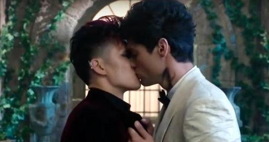Magnus Bane (Harry Shum Jr) and Alec Lightwood ( Matthew Daddario) kiss in 'Shadowhunters.'