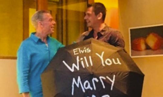 Radio host Elvis Duran gets engaged to boyfriend Alan Carr