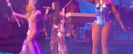 Kacey Musgraves brings out 'RuPaul's Drag Race' winners at LA concert